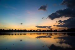 Sjö för salt vatten för solnedgång Royaltyfri Foto