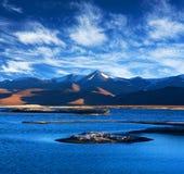 Sjö för salt vatten för Tso Kar i Ladakh, Jammu and Kashmir, norr Indi royaltyfri foto