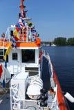 Sjö- flaggor på en krigsskepp Royaltyfri Bild