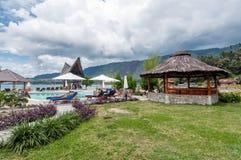 Sjö Front Five Star Villa i den Samosir ön Arkivbilder
