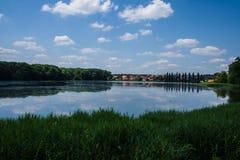 Sjö i Centraleuropaet Arkivbild