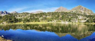 Sjö i Collada de Pessons, Andorra Royaltyfri Fotografi