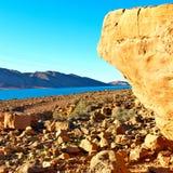 sjö i dalen Marocko africa den torra bergutilien för kartbok Arkivbilder