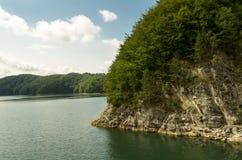 Sjö i den Bieszczady nationalparken i Polen Royaltyfria Bilder