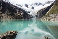 Sjö i den Huascaran nationalparken Arkivfoto