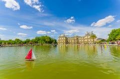 Sjö i den Luxembourg slotten, Paris, Frankrike Fotografering för Bildbyråer