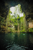 Sjö i en grotta Royaltyfri Bild