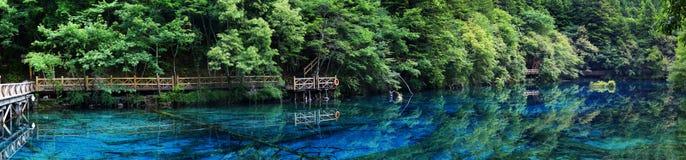 Sjö i jiuzhaigounationalparken, Sichuan, porslin arkivfoto