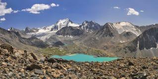 Sjö i Kirgizistan fotografering för bildbyråer