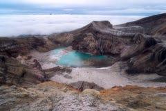 Sjö i krater av en vulkan royaltyfria bilder
