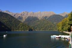 Sjö i sjön för bergKaukasus berg arkivbild