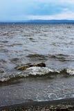 """Sjö Itkul, Chelyabinsk oblast, Ryssland I bra väder är stället härligt, och vattnet är mycket rent, men förkylning â""""– 3 Fotografering för Bildbyråer"""