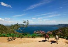 Sjö Laguna de Apoyo, Nicaragua Royaltyfria Bilder