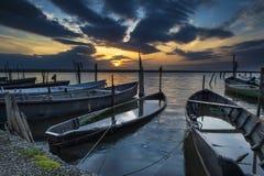 Sjö Lesina och dess solnedgång Arkivbilder