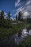 Sjö Limedes vid natten med månen, Falzarego passerande, Dolomites, Italien Arkivfoton