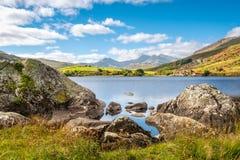 Sjö Llynnau Mymbyr i Snowdonia, norr Wales Royaltyfri Bild