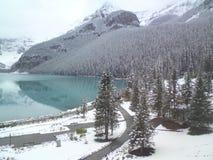 Sjö Louise Banff National Park i de kanadensiska steniga bergen Royaltyfria Bilder