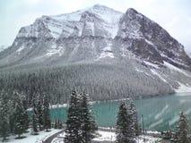 Sjö Louise Banff National Park i de kanadensiska steniga bergen Arkivfoto