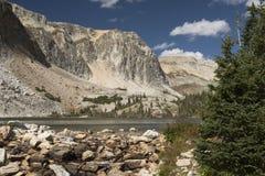 Sjö Marie på den sceniska vägen av Wyoming arkivbilder