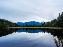 Sjö Matheson, västkusten, Nya Zeeland royaltyfria foton