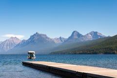 SJÖ MCDONALD, MONTANA/USA - SEPTEMBER 20: Sikt av sjön McDonal royaltyfria foton