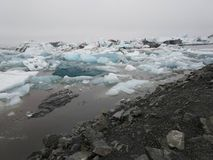 Is- sjö med isberg iceland arkivfoto