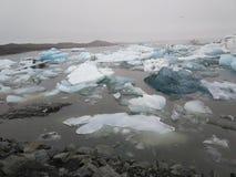 Is- sjö med isberg iceland royaltyfri bild