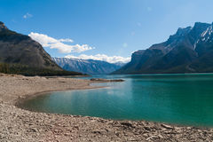 Sjö Minnewanka, Alberta, Kanada Arkivfoto