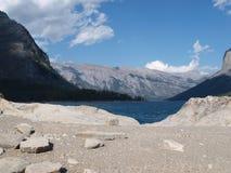 Sjö Minnewanka, Banf NP, Kanada Fotografering för Bildbyråer