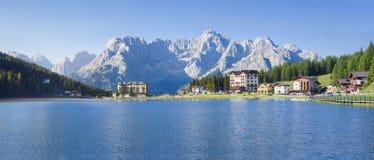 Sjö Misurina i Dolomites Arkivfoto