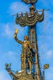 Sjö- monument till Peter det stort i vinter Royaltyfri Bild