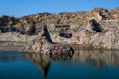 Sjö och berg arkivbilder