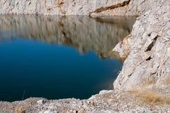 Sjö och berg royaltyfri foto