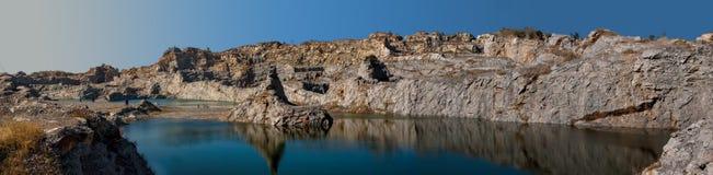 Sjö och berg fotografering för bildbyråer