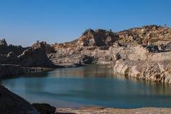 Sjö och berg arkivfoton