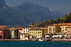 Sjö och berg i Italien Arkivfoto