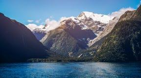 Sjö- och berglandskap i Nya Zeeland Arkivfoton