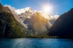 Sjö- och berglandskap i Nya Zeeland Arkivbild