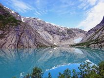 Sjö och glaciär Nigardsbreen i Norge Arkivfoton