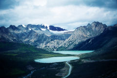 Sjö och snöberg i Tibet, porslin arkivfoto