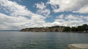 Sjö Ohrid och gammalt stadslandskap stock video