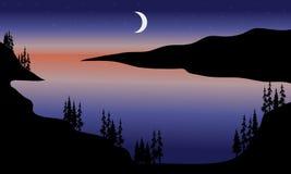 Sjö på nattlandskap Arkivfoton