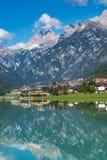 Sjö Santa Caterina eller Auronzo sjö i landskapet av Belluno, Italien royaltyfri fotografi