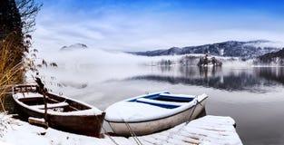 Sjö som blödas i vintern som blödas, Slovenien, Europa Arkivbild
