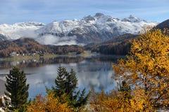 Sjö St Moritz i hösten Arkivfoto
