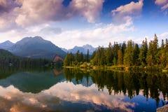Sjö Strbske Pleso, höga Tatras, Slovakien Fotografering för Bildbyråer