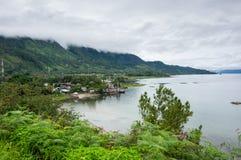 Sjö Toba i den indonesiska ön av Sumatra Arkivfoto