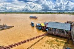 SJÖ TONLE SAP, COMBODIA - 28 06 2017: Chong Knies Village Tonl Arkivfoto