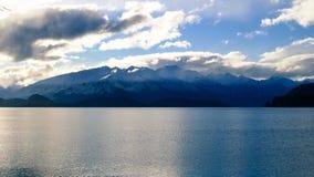 Sjö Wakatipu och berg Royaltyfri Foto
