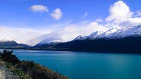 Sjö Wakatipu och berg Royaltyfri Fotografi